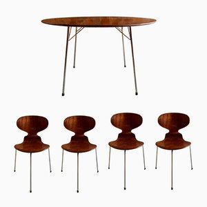 Table and 4 Ant Chairs by Arne Jacobsen for Fritz Hansen, 1950s