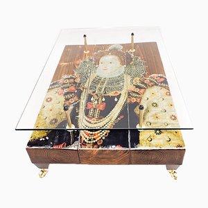 Tavolino Queen Elizabeth di Cappa E Spada, 2015