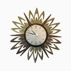 Reloj de pared en forma de sol de teca y metal de Smiths Astral, años 60