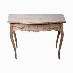 Antiker Louis XV Schreibtisch aus massivem Nussholz, 1740er