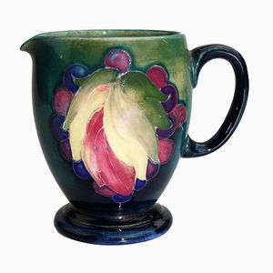 Carafe Leaf & Berry par William Moorcroft, Grande-Bretagne, 1920s