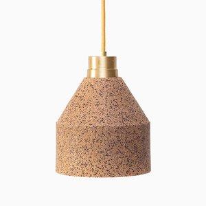 Lámpara 70 WS de corcho natural con puntos pintados en burdeos de Paula Corrales Studio