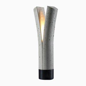 Lámpara de mesa Release de hormigón gris claro con base en negro de Dror Kaspi para Ardoma Studio