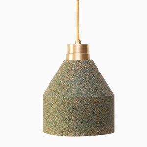 Lámpara 70 WS de corcho en verde y color natural de Paula Corrales Studio