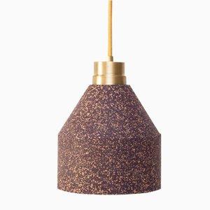 Lámpara 70 WS morada con puntos de corcho natural de Paula Corrales Studio