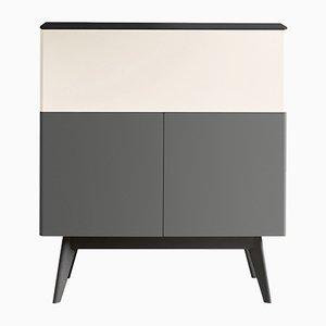 MANEGA grau & cremefarben lackierter Schrank mit Oberfläche & Füßen aus schwarzer Eiche von Henri Tujague