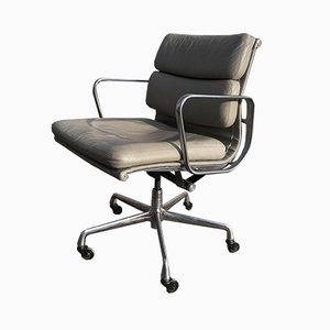 Poltrona EA 217 Mid-Century di Charles & Ray Eames per Herman Miller