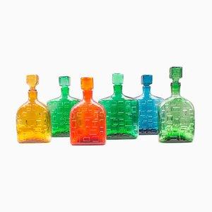 Botellas italianas de vidrio de colores con estampados geométricos, años 60. Juego de 6