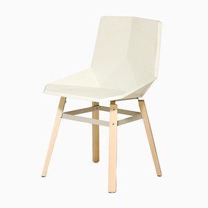 Silla blanca con patas de madera de Mobles114