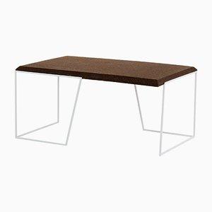 Grão #1 Tisch mit Platte aus dunklem Kork & weißen Beinen von Mendes Macedo für Galula