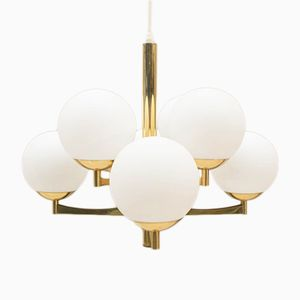 Lámpara Orbit dorada con ocho brazos y globos de vidrio opalino, años 60