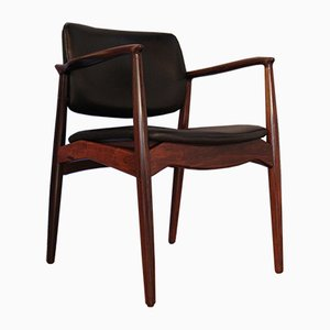 Butaca modelo 67 vintage de palisandro y cuero negro de Erik Buch para Ørum
