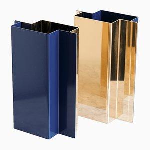 Vaso Shift in ottone lucidato ed acciaio laccato di Etre Moderne