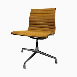 Sedia da scrivania EA108 vintage gialla di Charles & Ray Eames per Herman Miller, anni '70