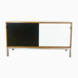 Amerikanisches Sideboard aus Nussholz von Florence Knoll für Knoll International, 1960er