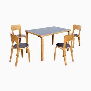 Mesa de comedor vintage con sillas de Alvar Aalto, años 70
