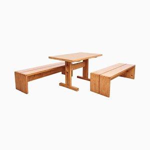 Mesa vintage de pino con 2 bancos de Charlotte Perriand, años 60