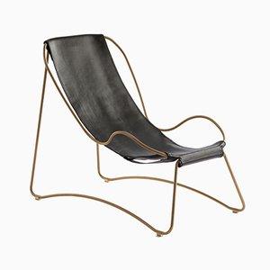 Chaise Lounge HUG de acero envejecido y cuero vegetal curtido negro de Jover+Valls