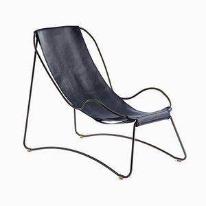 Chaise Lounge HUG de acero negro y cuero vegetal curtido azul de Jover+Valls
