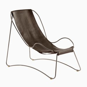 Chaise longue HUG in acciaio argentato e pelle marrone scuro di Jover+Valls