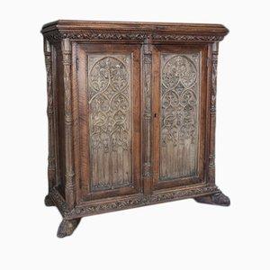 Antiker französischer Schrank aus Eiche & Nussholz im gotischen Stil