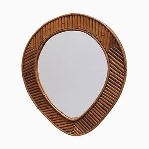 Tränenförmiger französischer Spiegel mit Rahmen aus Rattan, 1960er