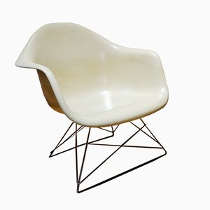 Poltrona LAR color bianco sporco di Charles & Ray Eames per Herman Miller, anni '60
