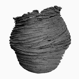 Escultura ovalada en negro de AnnaLeaClelia Tunesi, 2018