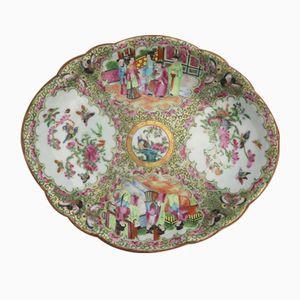 Assiette Canton Famille Rose en Porcelaine Lobée, Chine, 1850s