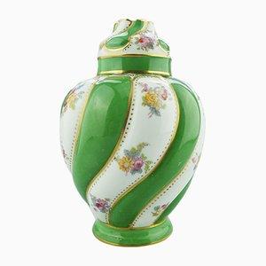 Jarrón con tapa inglés de porcelana de George Jones, década de 1900