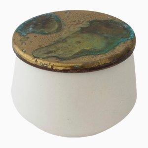 Frasco de porcelana modelada a mano de Anna Diekmann