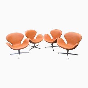 Cognacfarbene Swan Chairs aus Leder von Arne Jacobsen für Fritz Hansen, 1960er, 4er Set