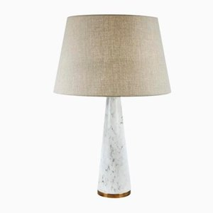 Lampada conica in marmo di Rose Uniacke