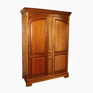 Armario vintage grande de nogal con dos puertas