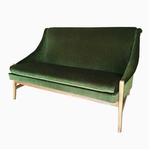 Sofá de dos plazas sueco de terciopelo verde, años 50