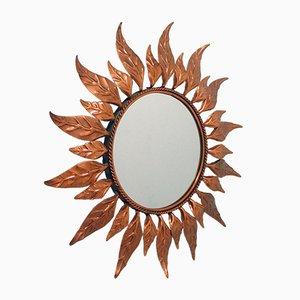 Espejo de pared francés Mid-Century en forma de sol de cobre, años 50