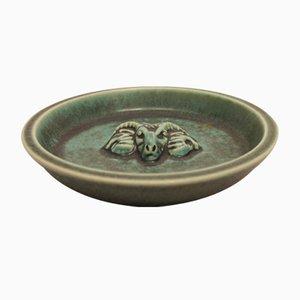 Plato de cerámica verde con motivo de carnero de Saxbo, años 60