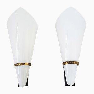 Französische Mid-Century Wandlampen aus Plexiglas, Messing & Stahl, 1950er, 2er Set