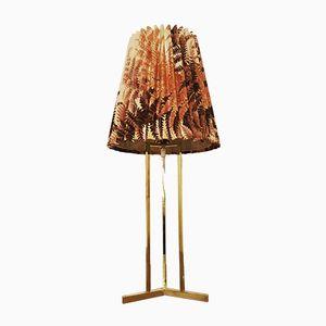 Tischlampe aus Messing mit geflochtenem Schirm, 1950er
