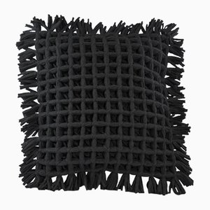 Schwarzes Honeycomb Kissen von Nieta Atelier