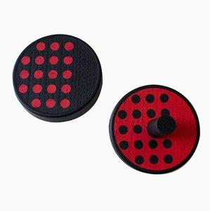 Inverso Point Wandhaken aus schwarz gebeiztem Massivholz mit roten & schwarzen Eschenholz-Intarsien von Lignis, 2er Set