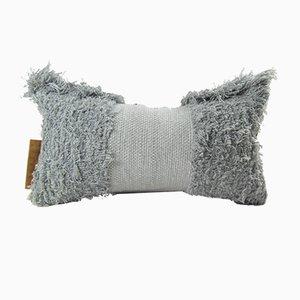 Graues Furry Kissen von Nieta Atelier