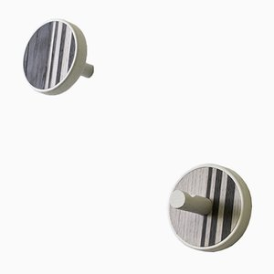 INVERSO Vertical Wandhaken aus Esche und weißgefärbtem Holz von Lignis, 2er Set