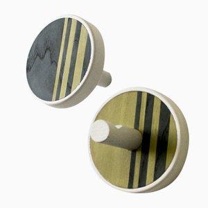 INVERSO Vertical Wandhaken aus solidem, weißgefärbtem Holz mit Eschenholz & Bolivar-Einlage von Lignis, 2er Set