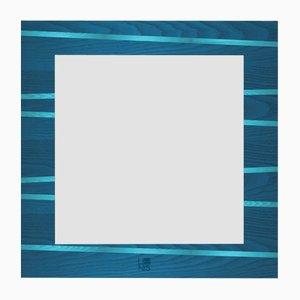 Espejo de pared Dolcevita One con incrustaciones de fresno en azul claro y oscuro y bordes negros de Lignis