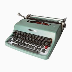 Vintage Lettera 32 Typewriter from Olivetti