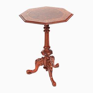Tavolino vittoriano intagliato in radica di noce, metà XIX secolo