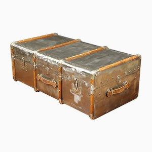 Baúl vintage de madera y metal