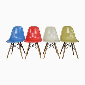 Vintage DSW Fiberglass Chairs with Light Oak Dowel Bases by Charles & Ray Eames for Herman Miller, Set of 4