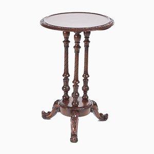 Tavolino da caffè vittoriano in noce intagliato, anni '60